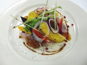 オードブル 岩手めんこい黒牛と若鶏フュメオレンジのサラダ仕立て