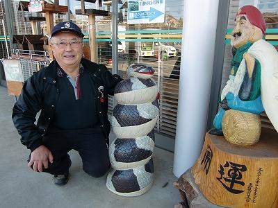 戸埜村さんと巳年の木彫り